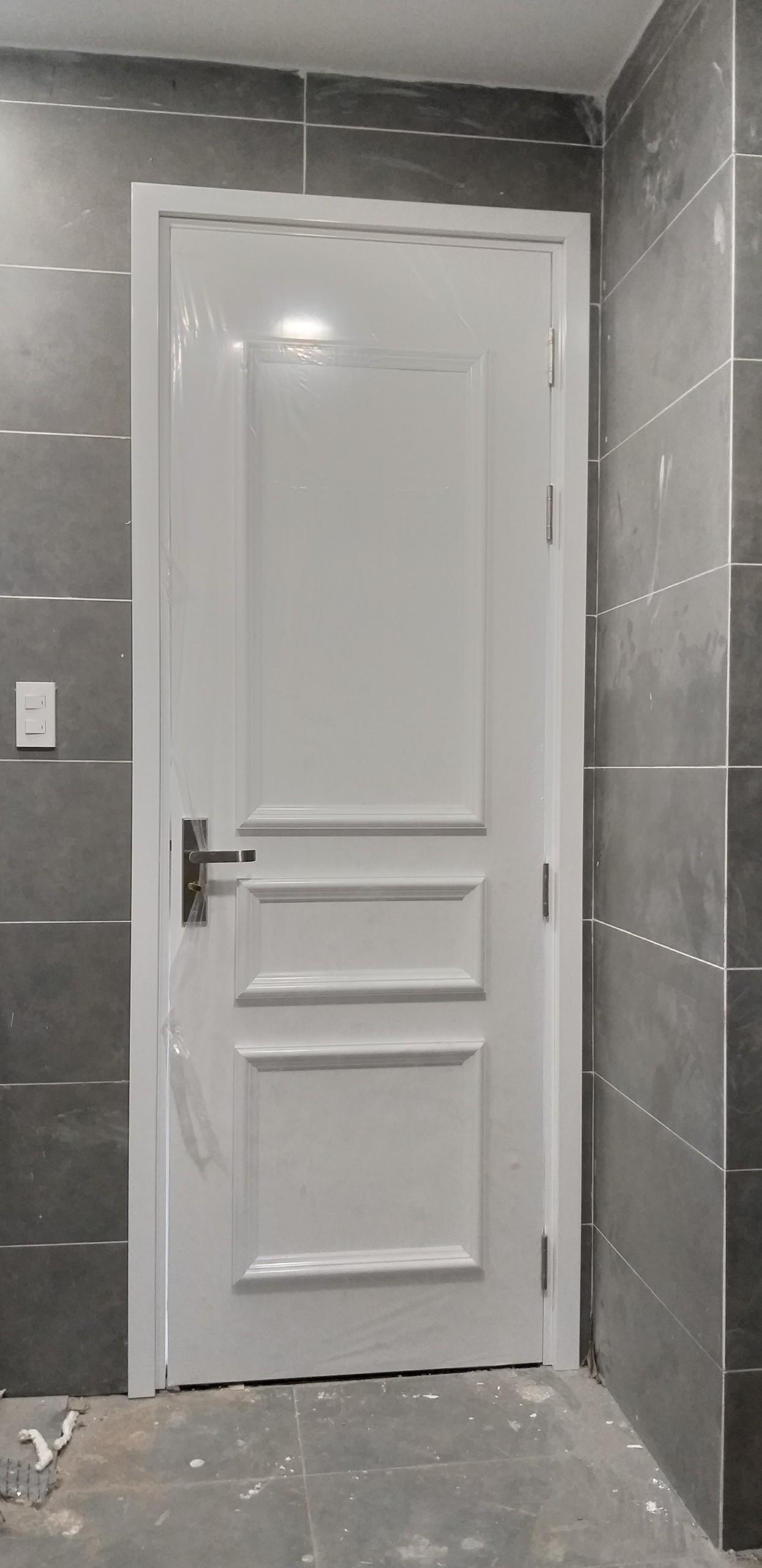 Mẫu cửa nhựa gỗ Composite sơn PU chạy phào nổi tân cổ điển.