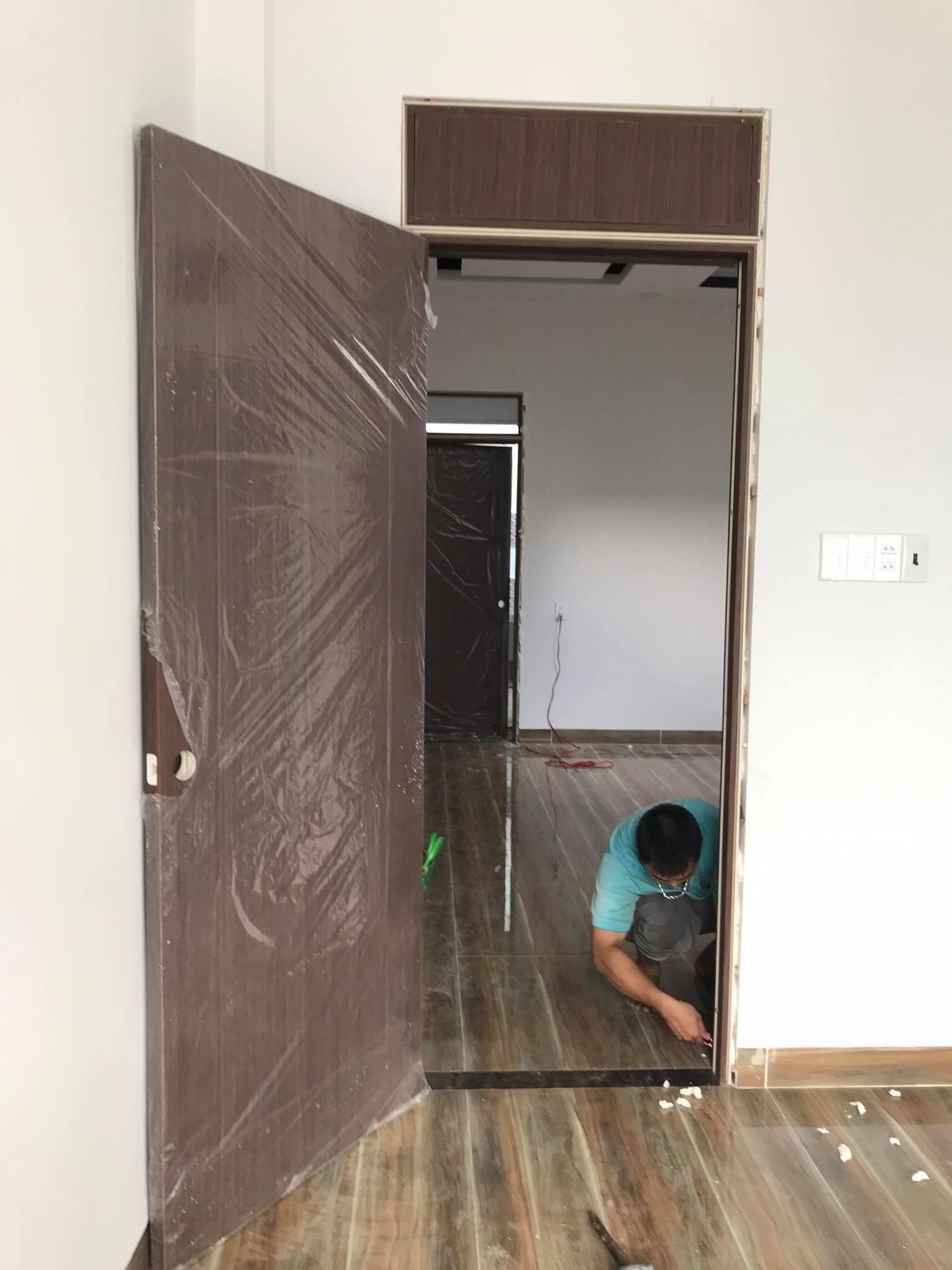 Mẫu cửa nhựa Composite được Kingdoor thi công lắp dựng.