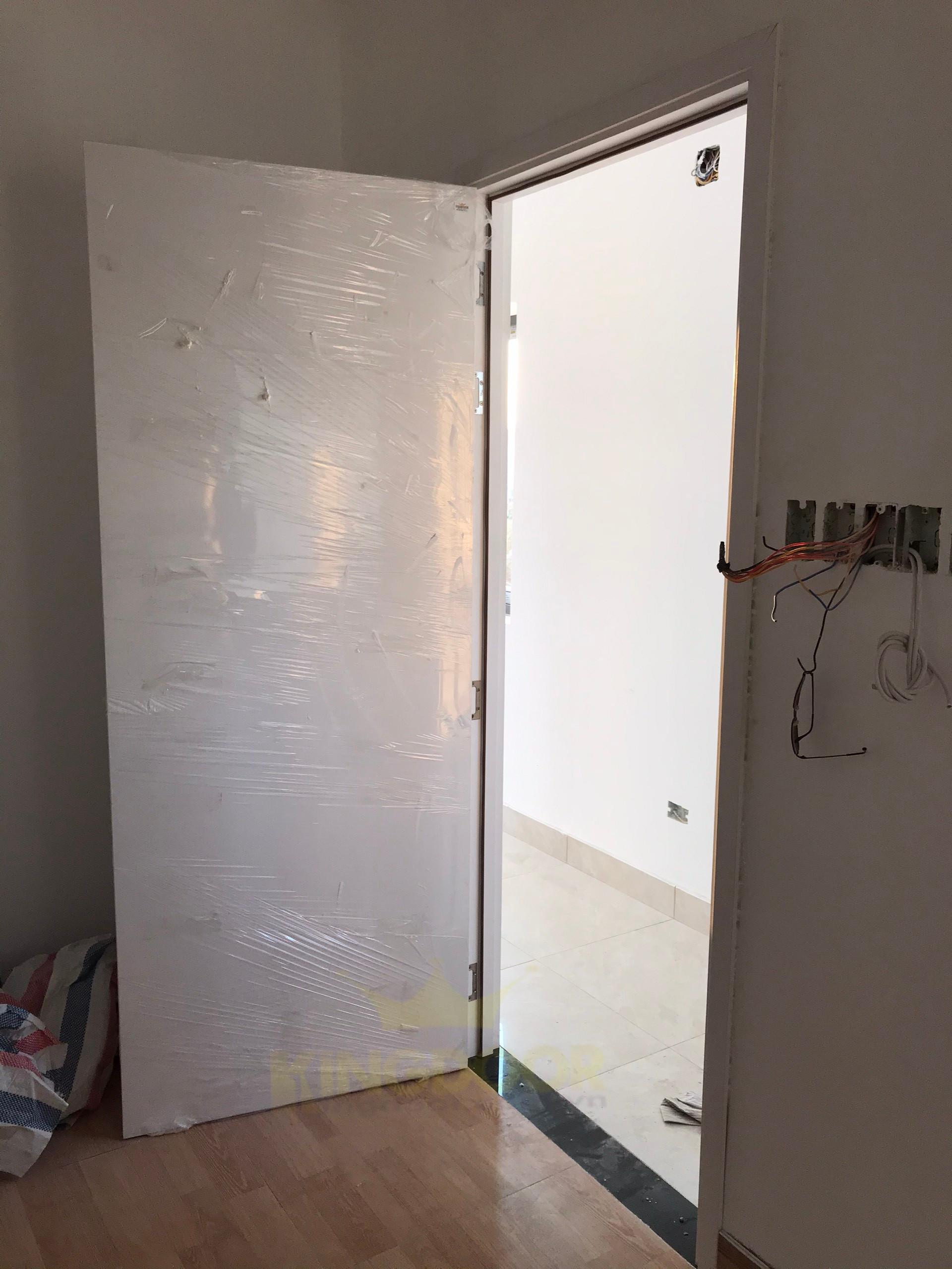 Kingdoor thi công lắp dựng mẫu cửa nhựa giả gỗ Composite tại Bình Tân.